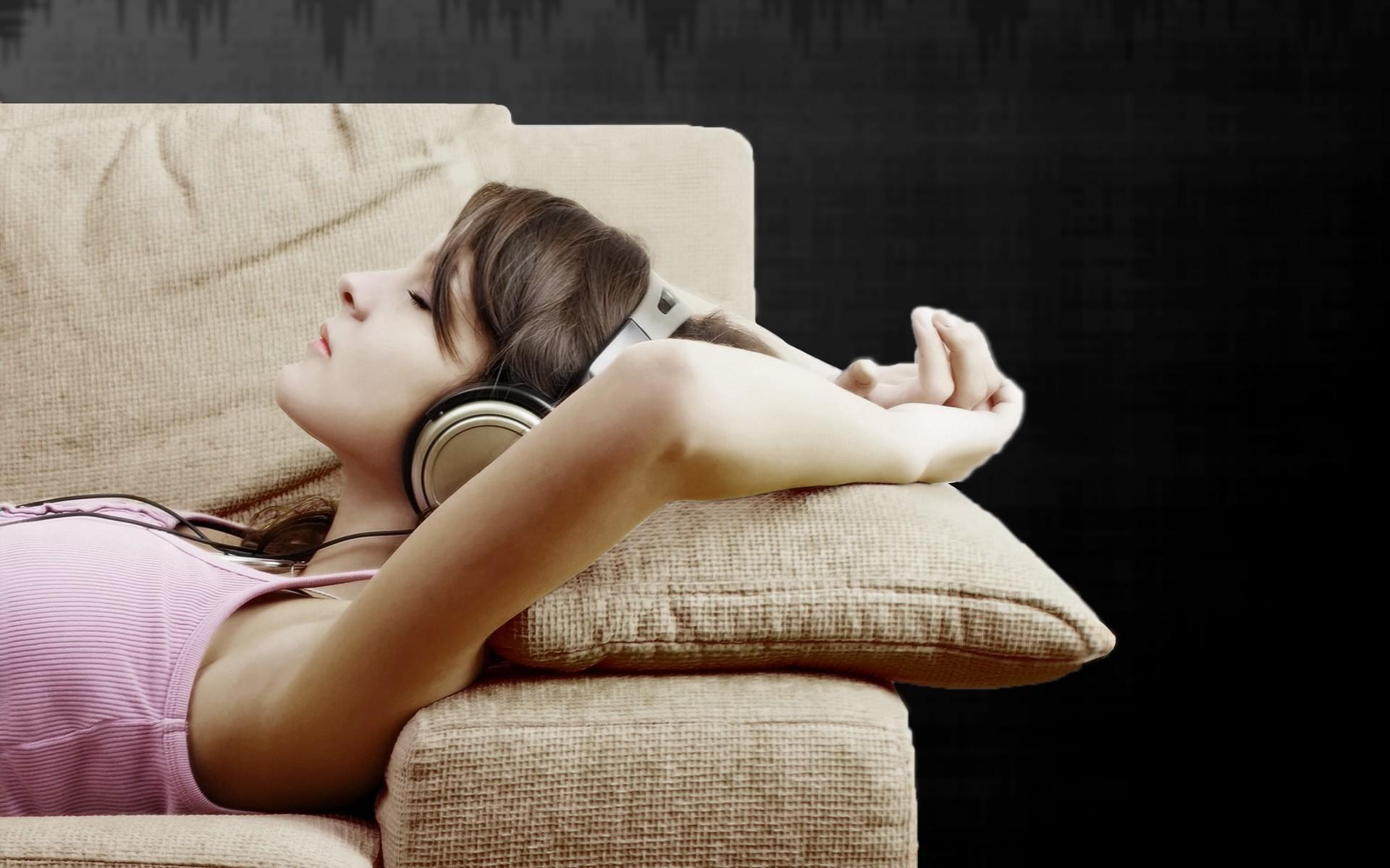 девушка отдых диван  № 41276 без смс